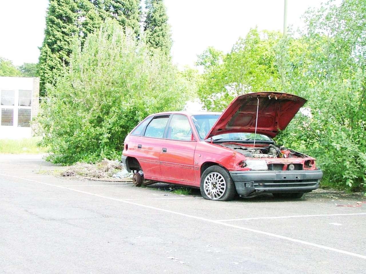 épave voiture abandonnée